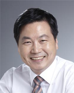 수정됨_홍종학 장관.png